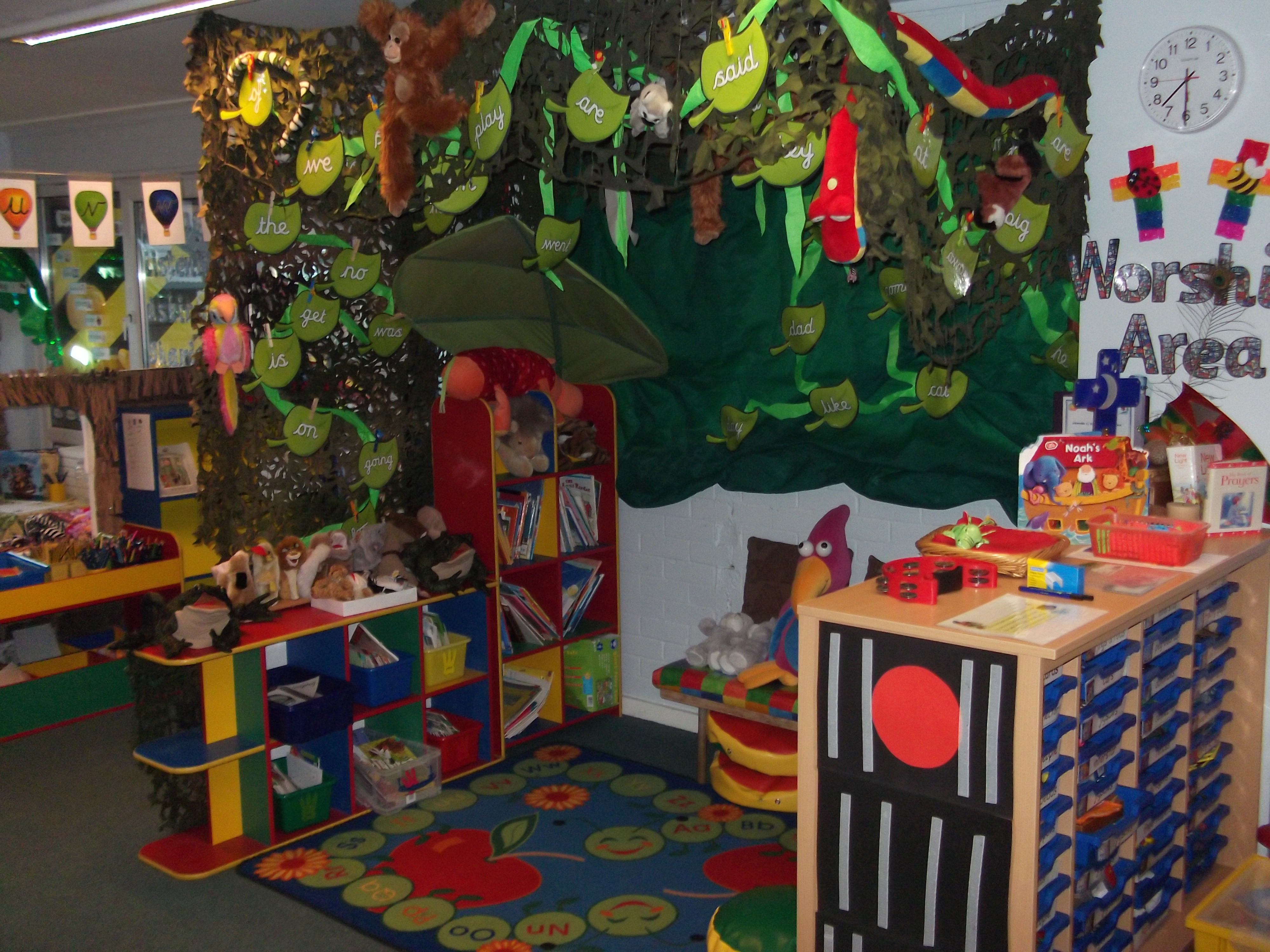 Garden Centre Home Corner Ideas : Our wonderfully cosy jungle where the children enjoy sharing books